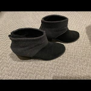 Toms Leila Bootie size 7.5 Black and Gray Wool